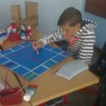 """Ein Schüler entwirft das Spiel """"Spee""""-nopoly."""