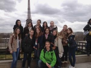 ... wie das obligatorische Gruppenfoto vor dem Eiffelturm.