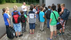 Klassenlehrer Ronny Döring mit seinen neuen Fünfern...
