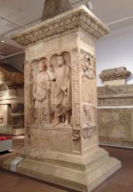 Im Landesmuseum erforschten die Schüler die Geschichte hinter den Grabsteinen.
