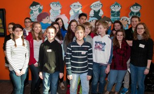 """Gruppenfoto mit den Mainzelmännchen: Die Schüler des FSG beim """"Safer Internet Day"""" beim ZDF in Mainz."""