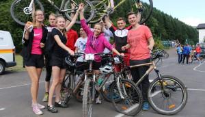Geschafft! Nach dem Sporttreiben versammelten sich alle Schüler am Sportplatz in Kordel.