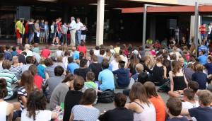 Schöne Kulisse: Auf dem Schulhof des Friedrich-Spee-Gymnasiums wurden herausragenden Schüler-Leistungen gewürdigt.