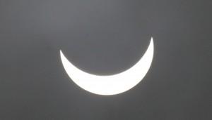 Der Moment, als der Mond die Sonne (teilweise) verdeckt.