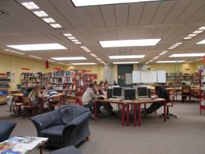 Die Bibliothek ist das Informationszentrum der Schule.