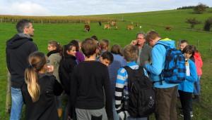 Raus in die Natur: Im Rahmen des Erdkunde-Unterrichts erkundeten die Sechstklässler einen Bauernhof.