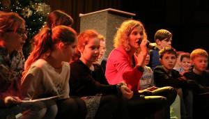 Einer von insgesamt 18 Programmpunkten: Frau Becker beim gemeinsamen Auftritt mit ihrer Klasse.