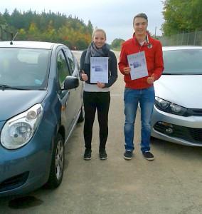 Kimberley und Christoph nahmen erfolgreich an dem Sicherheitstraining teil.