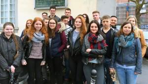 """Ausgangspunkt der """"Statt""""-führung: Der Platz des ehemaligen Bischof-Korum-Hauses, des einstigen Sammelgefängnisses für jüdische Frauen und Kinder in der Rindertanzstraße, von wo aus sie in KZs deportiert wurden."""