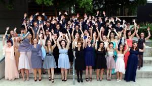 Grund zur Freude: Die ersten G8-Schüler am Friedrich-Spee-Gymnasium feiern ihr Abitur.