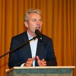 Dr. Michael Winterhoff bei seinem Vortrag in der Aula des FSG.