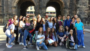 Gruppenfoto vor der Porta Nigra.