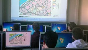 Zur Kartenerstellung nutzten die Schüler moderne Software der Uni.