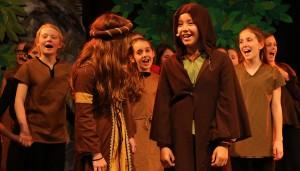 """Lisa Borgmann (mit Kapuze) spielte die Rolle des """"Robin Hood""""."""
