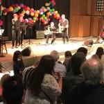 Das musikalische Rahmenprogramm (im Bild die Lehrerband) fand in diesem Jahr in der Aula statt.