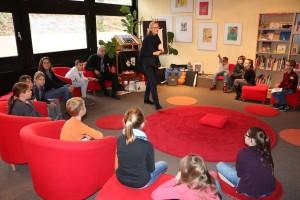 ... und hatten in der Bibliothek die Gelegenheit für eine Autoren-Begegnung.