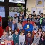 """Der Merseburger Autor Jürgen Jankofsky und die Klasse 5a des Friedrich-Spee-Gymnasiums Trier gründeten eine """"Anna-Hood-Gang"""", um gemeinsam gegen die Ungerechtigkeiten in der Welt zu kämpfen."""