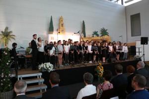 Sarah Schlüter sang auf Wunsch des Schulleiters zum Abschluss das Lied Hallelujah.
